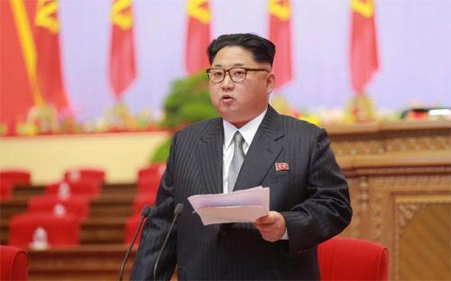 Lãnh đạo Triều Tiên Kim Jong Un phát biểu tại kỳ đại hội đảng nước này ngày 7/5 - Ảnh: Reuters/KCNA.<br>