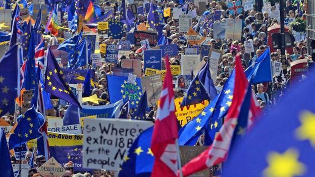 Tuần hành phản đối Brexit ở London hôm 25/3 - Ảnh: PA/BBC.<br>