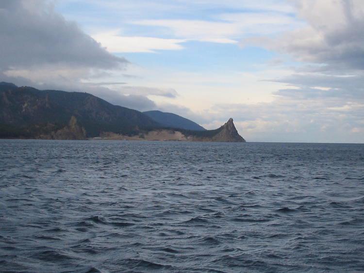 Hồ Baikal của Nga là hồ nước ngọt lớn nhất thế giới - Ảnh: Evergreen.<br>