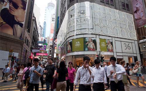 Cửa hiệu trước đây của Coach ở quận trung tâm của Hồng Kông - Ảnh: Bloomberg.<br>