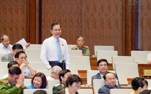 Bộ trưởng Bộ Nội vụ Nguyễn Thái Bình hơn một lần được Chủ tịch Quốc hội nhắc trả lời thẳng vào câu hỏi của đại biểu.<br>