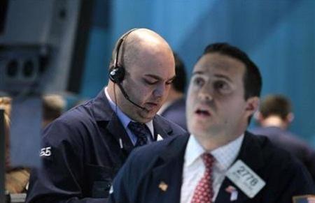 Đầu phiên, thị trường liên tục bị dập vùi do tin tức xấu dồn dập về tình hình giải cứu Hy Lạp.
