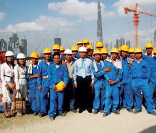 Lao động Việt Nam tại một công trường xây dựng ở nước ngoài.