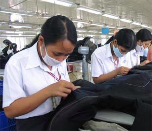 Dệt may là một trong những nhóm hàng xuất khẩu chính của Việt Nam sang Lào.
