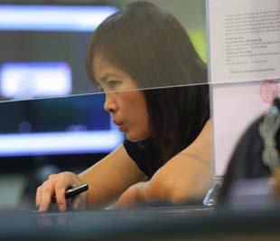 Việc đầu tư chứng khoán chưa bao giờ được coi là đơn giản và thị trường chứng khoán bao giờ cũng đầy thử thách - Ảnh: Việt Tuấn.