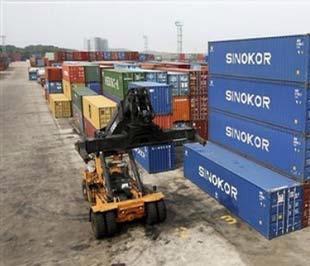 Kim ngạch hàng hóa xuất khẩu tháng 1/2009 ước tính đạt 3,8 tỷ USD, giảm 18,6% so với tháng 12/2008 và giảm 24,2% so với cùng kỳ năm trước - Ảnh: AP.