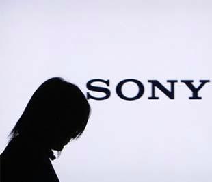 Ngày 22/1, hãng chế tạo hàng điện tử hàng đầu của Nhật Bản Sony gây sốc khi cho biết hãng có thể lỗ gộp với con số kỷ lục 260 tỷ Yên (khoảng 2,9 tỷ USD) trong năm tài khóa kết thúc vào cuối tháng 3/2009, do tác động từ suy thoái kinh tế toàn cầu - Ảnh: Reuters.