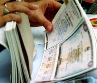 Chưa có năm nào chênh lệch lãi suất thị trường lại lớn như trong năm 2008 - Ảnh: Việt Tuấn.