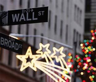 Tổng mức tiền thưởng cho Phố Wall năm 2008 lớn thứ sáu trong lịch sử của ngành tài chính Mỹ, ngang với mức tiền thưởng của năm 2004 - khi chỉ số Dow Jones ở mức trên 10.000 điểm và đang trên đà tăng tới kỷ lục - Ảnh: Reuters.