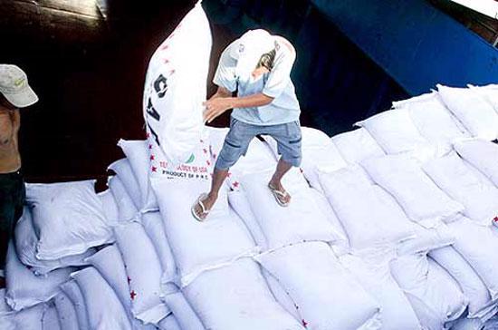 Nhiều thông tin nhiễu loạn đã khiến các nhà nhập khẩu lo thiếu nguồn cung, đồng thời giới đầu cơ đang đẩy giá bán lên để trục lợi.