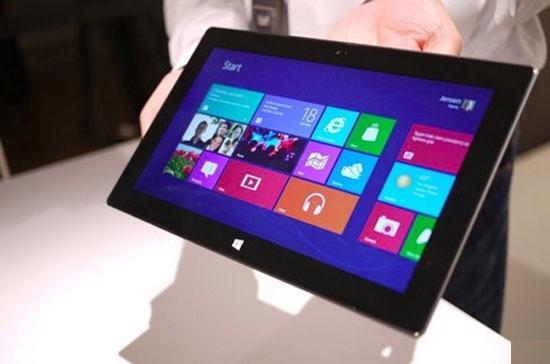 Cách đây ít ngày, Microsoft trình làng Surface, chiếc máy tính bảng với màn hình 10,6 inch, nặng có 1,5 pound và có một tấm bảo vệ màn hình có thể tháo rời và sử dụng như một bàn phím.