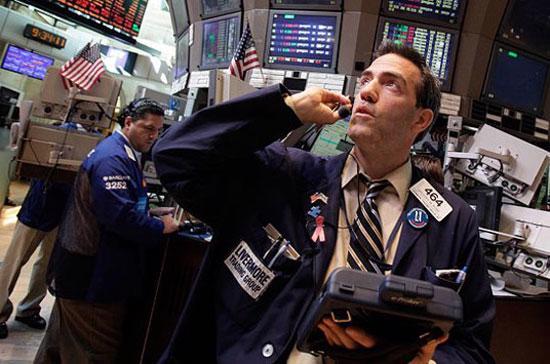 Nhà đầu tư hoảng loạn trước báo cáo việc làm đầy bất trắc của nền kinh tế đầu tàu thế giới - Ảnh: AP.