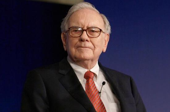 """Warren Buffet, người giàu thứ 3 thế giới do tạp chí Forbes bình chọn, được mệnh danh """"Nhà hiền triết của Omaha"""" bởi sự nhạy bén trong đầu tư của mình."""