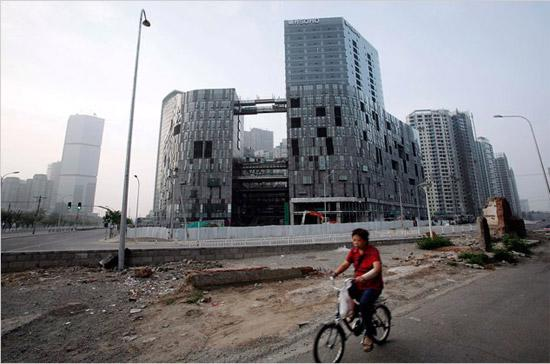 """Chủ trương kiểm soát sốt địa ốc của Trung Quốc đang gây ra những """"tác dụng phụ"""" không mong muốn."""