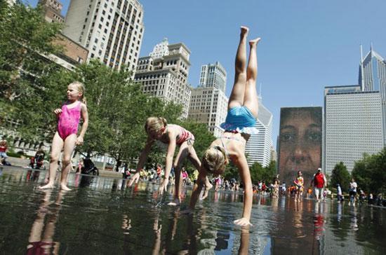 Nhiều người dân ở miền đông nước Mỹ đang chịu ảnh nắng nóng - Ảnh: AP