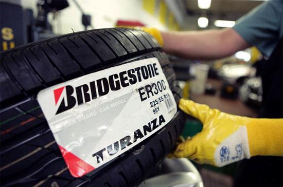 Một chiếc lốp xe tải thương mại loại xe từ trung bình tới hạng nặng sử dụng tới 18 kg cao su tự nhiên, so với mức chưa đầy 1 kg cao su để sản xuất lốp xe bình thường - Ảnh: Bloomberg.