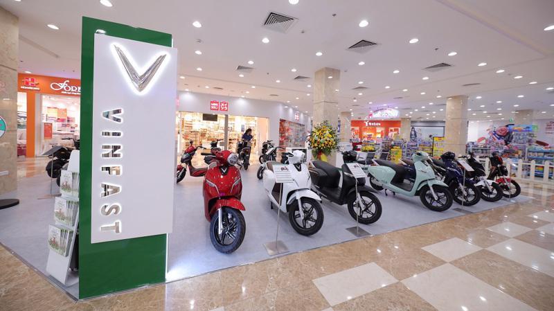 Hệ thống 20 showroom mới dành riêng cho xe máy điện được bố trí tại các vị trí thuận lợi trong các trung tâm thương mại Vincom ở các tỉnh thành.