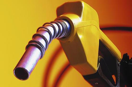 Những nguy cơ từ việc giảm sút tăng trưởng của nền kinh tế Trung Quốc,  theo giới phân tích, sẽ có tác động mạnh tới thị trường hàng hóa quốc  tế, trong đó đặc biệt là dầu thô.