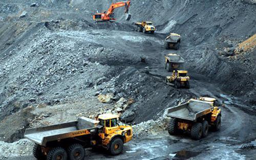 Mỗi năm ngành than khai thác khoảng 40 triệu tấn, nhưng nửa đầu năm nay đã tồn kho hơn 10 triệu tấn,trong đó riêng của TKV là 9,3 triệu tấn.<br>