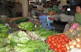 Rau củ ở các chợ tại Hà Nội hiện đã tăng thêm khoảng 1.000- 2.000 đồng/kg.