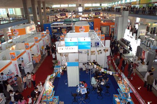 Một góc Hội chợ Thương mại Quốc tế Vietnam Expo 2011. So với các nước trên thế giới, hiện nay, ngân sách dành cho các hoạt động xúc tiến thương mại của Việt Nam là rất thấp.