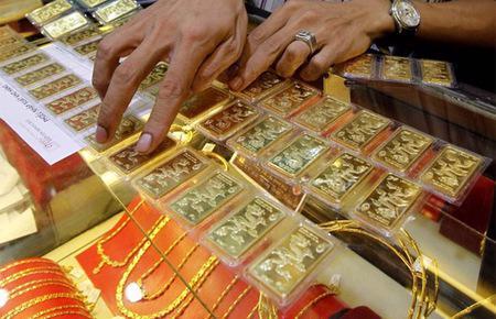 So với cuối tuần trước, giá vàng SJC hiện đã giảm 130.000-160.000 đồng/lượng tùy niêm yết của từng doanh nghiệp.
