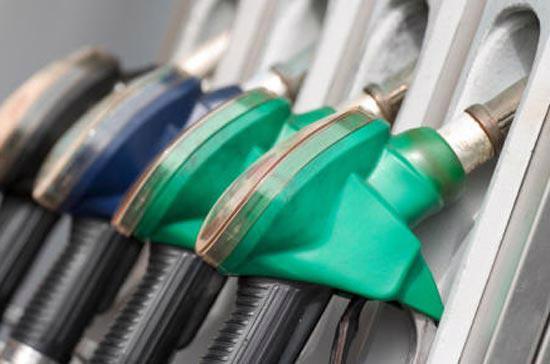 Tuyên bố giữ nguyên chương trình mua trái phiếu hàng tháng của Cục Dự trữ Liên bang Mỹ đã giúp giá xăng, dầu bật tăng mạnh.<br>