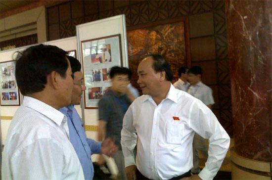 Bộ trưởng - Chủ nhiệm Văn phòng Chính phủ Nguyễn Xuân Phúc (bên phải) được giới thiệu làm Phó thủ tướng Chính phủ nhiệm kỳ mới- Ảnh: Nguyên Hà.