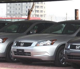Thị trường ôtô nhập khẩu đang trong cảnh ảm đạm, nhiều người bán ít người mua - Ảnh: Đức Thọ.