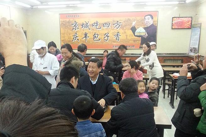 Chủ tịch Trung Quốc Tập Cận Bình tới ăn bánh bao tại một nhà hàng.
