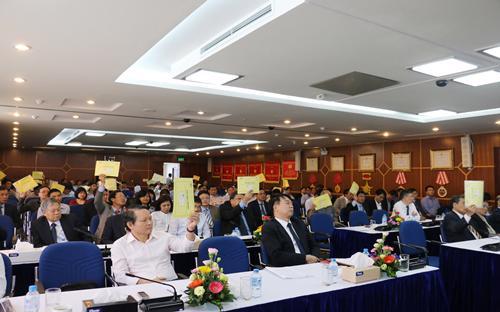 Biểu quyết tại Đại hội đồng cổ đông thường niên 2017 của Vinaconex.