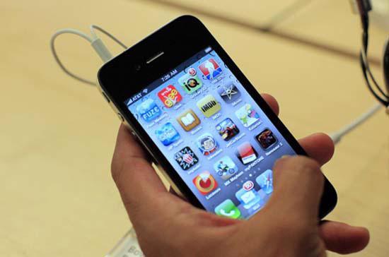 Dự kiến trong tháng 9, Viettel và VinaPhone sẽ tung iPhone 4 chính hãng ra thị trường.