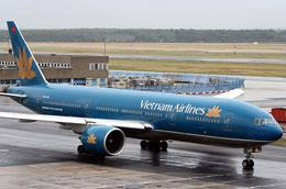 Gần 4.800 hành khách của Vietnam Airlines đã bị lỡ chuyến do ảnh hưởng của cơn bão số 11.