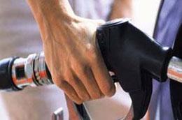 Theo tính toán của Petrolimex, các doanh nghiệp đầu mối đang lỗ khoảng 2.000 đồng/lít xăng.