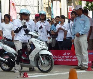 Ngoài các kỹ năng lái xe thực tế, vấn đề giáo dục ý thức và văn hóa ứng xử khi tham gia giao thông cũng có ý nghĩa rất quan trọng.
