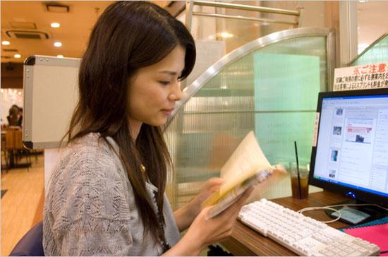 Mỗi ngày chị Yokogawa dành thêm 3 giờ để làm thêm - Ảnh: NYTimes.