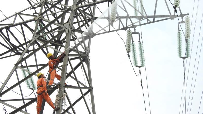 Trong 2 tháng cuối năm 2019, Tổng công ty tiếp tục tăng cường các giải pháp đảm bảo cung ứng điện an toàn, ổn định cho khách hàng, giảm tổn thất điện năng, đẩy nhanh tiến độ thi công các công trình điện.