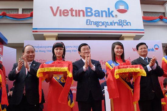 Chủ tịch nước Trương Tấn Sang cắt băng khai trương chi nhánh VietinBank tại Lào ngày 9/2.