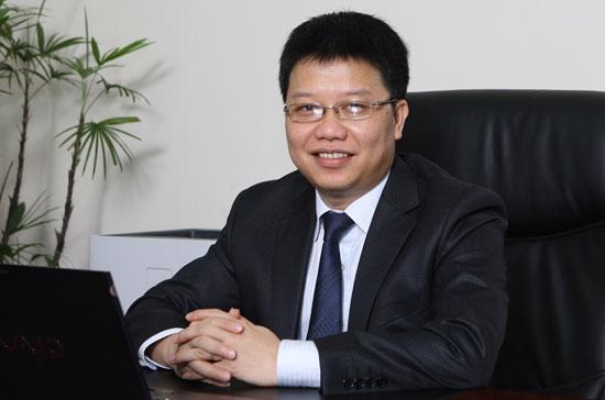 Ông Nguyễn Hưng sinh năm 1966, là thạc sĩ quản trị kinh doanh chuyên ngành thương mại điện tử - Đại học NorthCentral, Arizona, Hoa Kỳ.