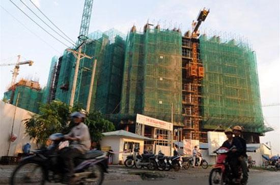 """Nhận xét giá đất ở Việt Nam hiện đang cao nhất thế giới, Phó chủ tịch Hà cho rằng, với trình độ phát triển kinh tế hiện tại của Việt Nam mà giá đất cao thế thì không có nền kinh tế nào """"chịu đựng được cả""""."""