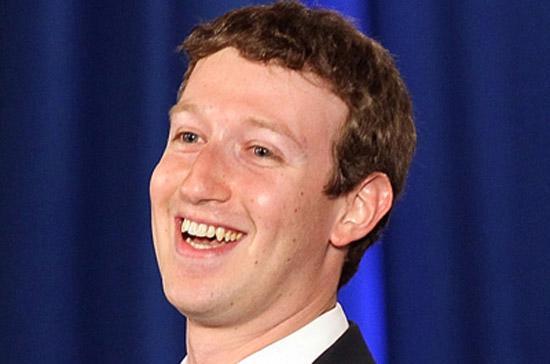 Nhà sáng lập kiêm Giám đốc điều hành (CEO) Mark Zuckerberg là người nắm nhiều cổ phiếu Facebook nhất, nên đương nhiên cũng là người mất nhiều nhất, với thiệt hại 7,5 tỷ USD.