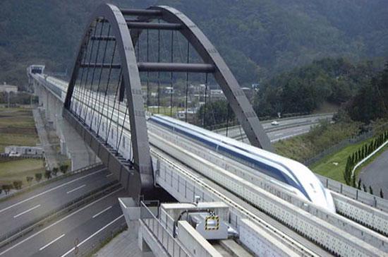 Ai đã đi tàu Shinkansen ở Nhật hoặc TGV ở Pháp chắc cũng mơ một ngày nào đó Việt Nam ta cũng có đường tàu hiện đại này. Nhưng không phải giấc mơ nào cũng được nhiều người chia sẻ.