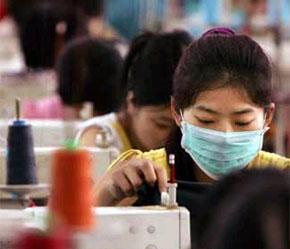 Các nhà xuất khẩu hàng dệt may Trung Quốc sẽ tiếp tục mất lợi thế về giá khi giá trị đồng Nhân dân tệ đã tăng 7% so với USD và dự kiến sẽ còn tăng lên nữa.