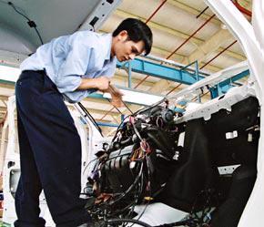 Chiến lược phát triển ngành công nghiệp ôtô Việt Nam đến năm 2010, tầm nhìn tới năm 2020 đã xác định, Việt Nam phải có ngành công nghiệp ôtô vào năm 2020.