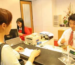 Theo nghị định mới, các ngân hàng Việt Nam bán cổ phần cho nhà đầu tư nước ngoài phải đáp ứng đủ 4 điều kiện cơ bản - Ảnh: Việt Tuấn.