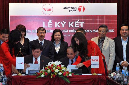 Lễ ký thỏa thuận hợp tác giữa Maritime Bank với VDB.