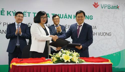 Lễ ký kết Thỏa thuận khung giữa VPBank và SMEDF.