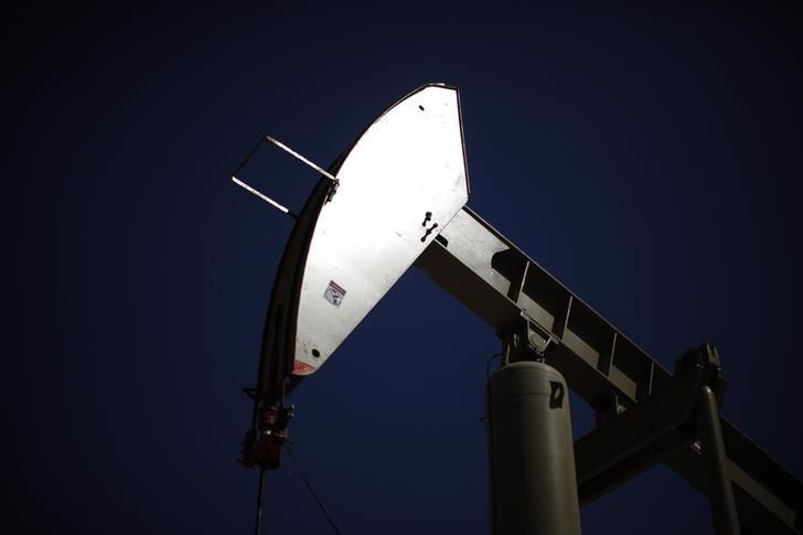 Một máy bơm dầu ở mỏ Monterey Shale, California, Mỹ, tháng 4/2013 - Ảnh: Reuters.<br>