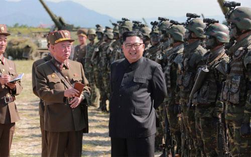 Nhà lãnh đạo Triều Tiên Kim Jong Un thăm lực lượng đặc nhiệm thuộc quân đội nước này - Ảnh: KCNA/Reuters.<br>
