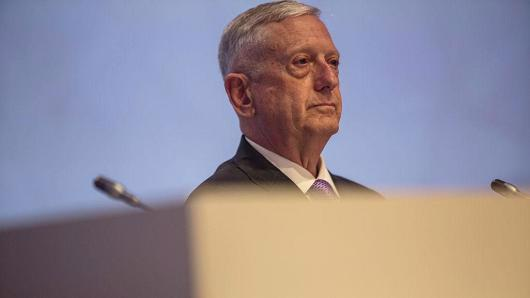 Bộ trưởng Bộ Quốc phòng Mỹ James Mattis tại đối thoại Shangri-La ở Singapore hôm 3/6 - Ảnh: Getty/CNBC.<br>